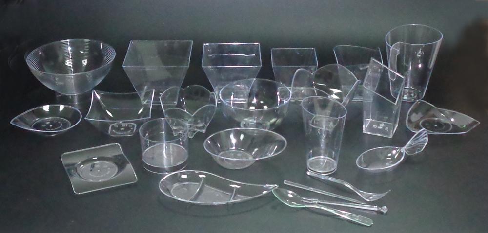 пластиковая посуда для фуршета